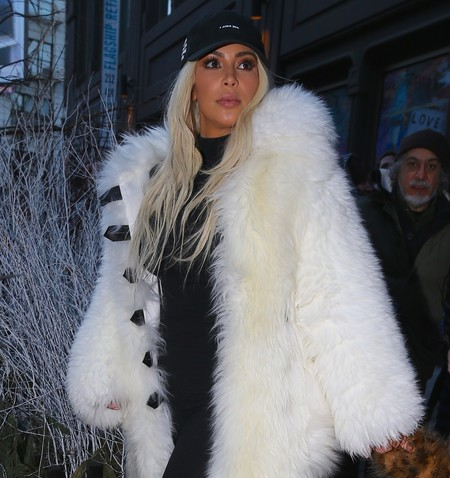 Kim Kardashian dice adiós a las pieles y se pasa a lo sintético (gracias a Pamela Anderson)