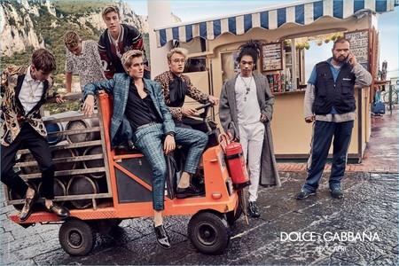 Como siempre, fabulosa: Dolce & Gabbana ilustra en Capri su campaña primavera-verano 2017