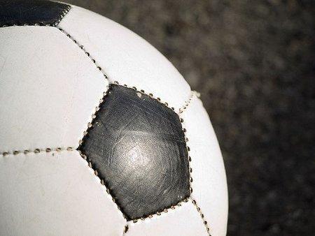 Hay que pararle los pies a los clubes de fútbol morosos