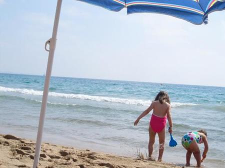 Verano con niños en la playa, ¿lo pasaremos bien?