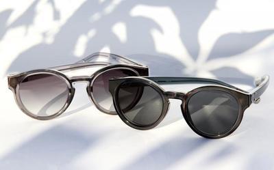 Gafas de sol de acento retro en la última colaboración de Linda Farrow para Kris Van Assche