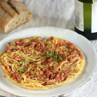 Frittata de espaguetis carbonara: receta muy fácil para darse un homenaje aprovechando restos de pasta