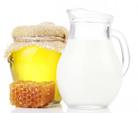 La miel con leche es tan buen remedio para la tos como los jarabes antitusivos