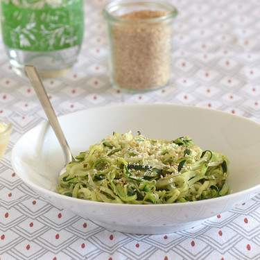 Espirales de calabacín con vinagreta de sésamo: receta ligera, fácil y rápida