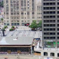 Así luce la nueva App Store de Chicago, con un MacBook gigante en el techo