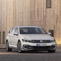 El Volkswagen Passat GTE híbrido enchufable está de vuelta: 56 km de autonomía eléctrica y desde 44.795 euros en Alemania