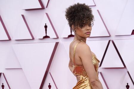 La alfombra roja de los Oscar 2021 se llena de vestidos en oro, dejando claro que el dorado es el color tendencia de la temporada