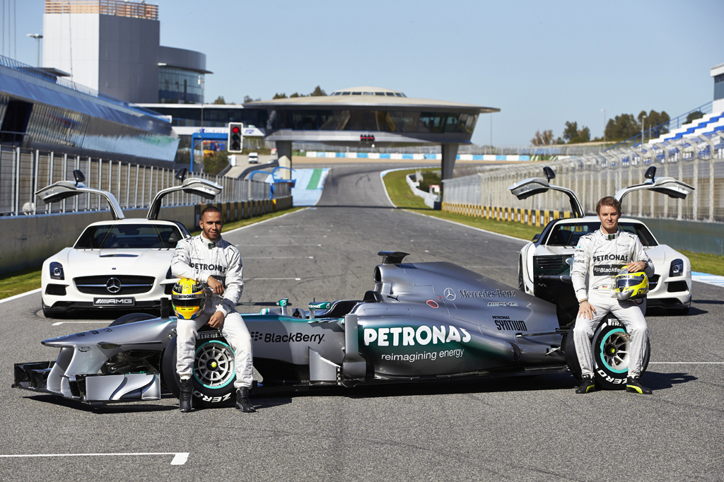 Foto de Mercedes AMG F1 W04 (2/7)
