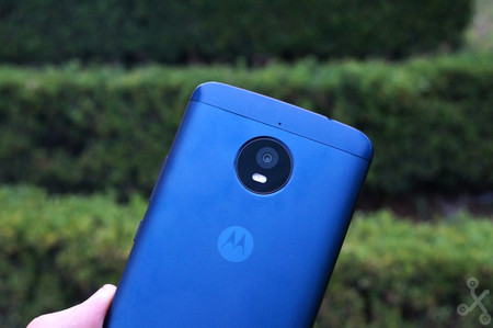 Moto E5 Play y Moto X5: dos de los smartphones de Motorola que veríamos el próximo año