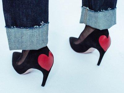 Un corazón rojo es el protagonista del nuevo zapato de Dior, todo apunta a que arrasará
