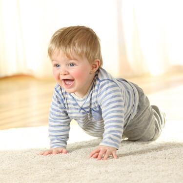 Gatear es muy importante para el desarrollo del bebé: nueve beneficios del gateo