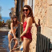 ¡Los bañadores y bikinis más top del verano pertenecen a la colección de baño de & Other Stories!