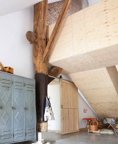 Escaleras forradas de madera