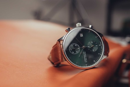 Av 1815 Chronograph Steel Green Sunray Lifestyle 07