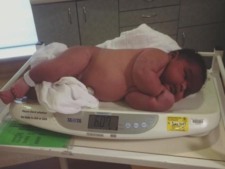 Una madre australiana dio a luz a un bebé de seis kilos sin epidural