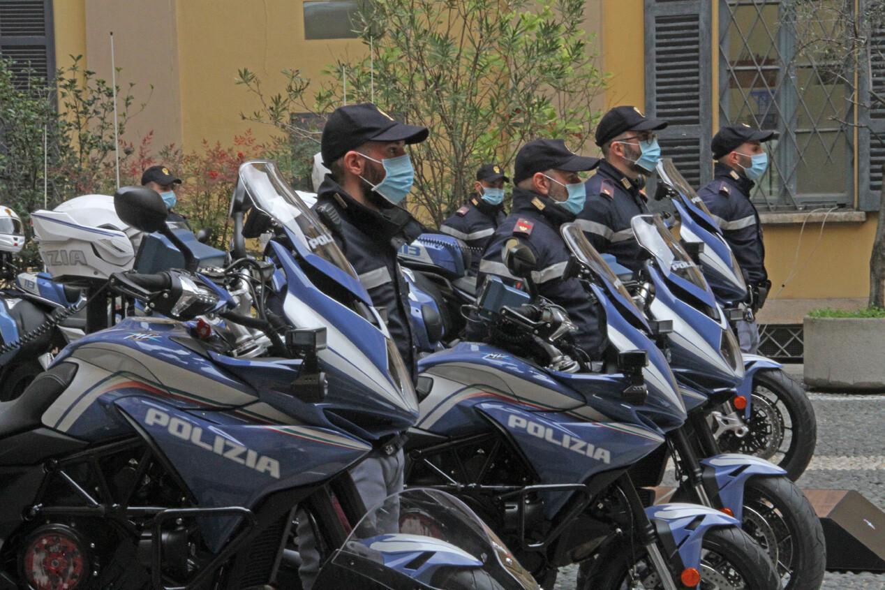 MV Agusta Turismo Veloce 800 Lusso SCS de la policía de Milán