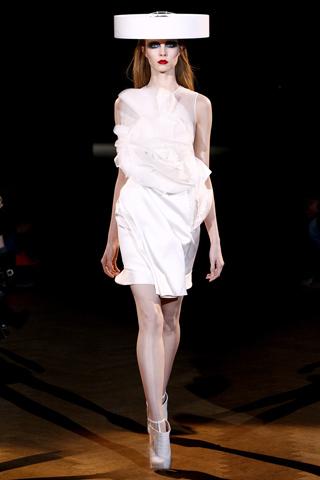 Givenchy Alta Costura Primavera-Verano 2010: una colección dominada por las transparencias
