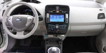 Recarga y descarga contenido en tu coche eléctrico con un solo cable: Telefónica lo prueba