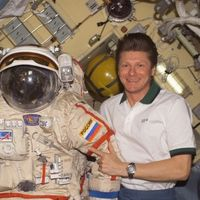 ¿Quién es la persona que en total ha estado más tiempo en el espacio?