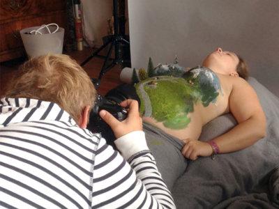 Cuando una barriga se convierte en el bello lienzo que anunciará un embarazo