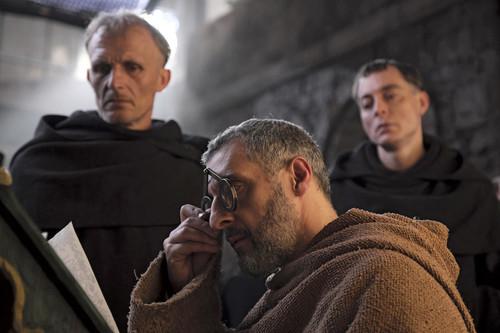 'El nombre de la rosa': John Turturro destaca en una efectiva pero desdibujada adaptación televisiva