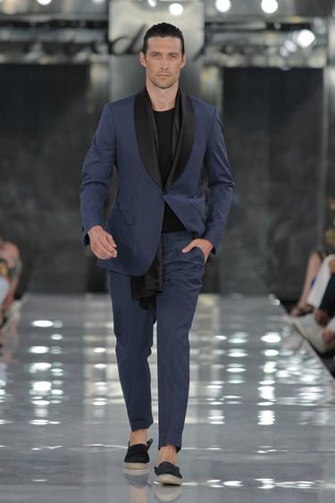Emidio Tucci inaugura la MFSHOW Men 2015 con un predominio de looks mono y bicromáticos