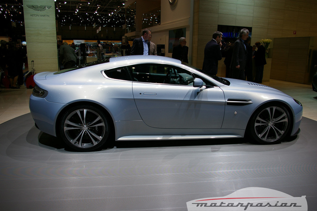 Foto de Aston Martin en el salón de Ginebra (10/13)