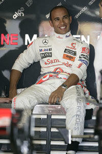 Lewis Hamilton le pasa factura a Fernando Alonso