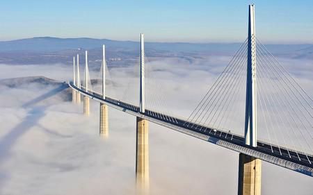 Así es el Viaducto de Millau: una obra maestra de ingeniería con 343 metros de alto sobre un inmenso valle