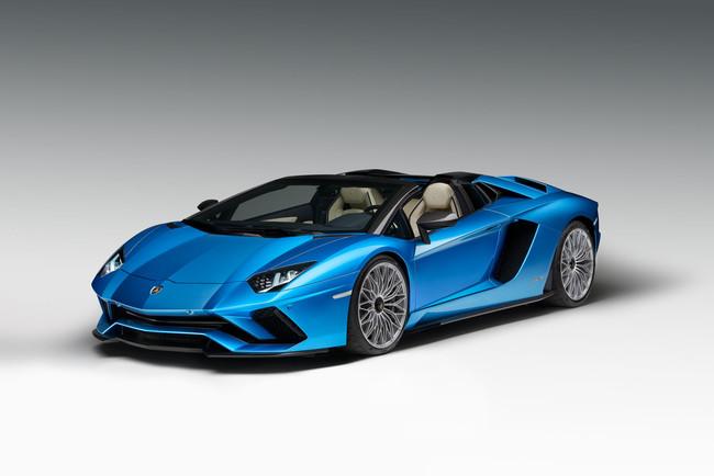 El Lamborghini Aventador S Roadster tiene 740 CV y hace 0-100 km/h en 3 segundos. ¿Para qué quieres el Coupé?