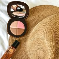 Tropical Escape de Elizabeth Arden o como lucir la magia de una tarde de verano en la piel... ¿Te apetece tanto como a mi?