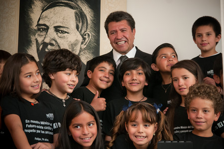 Los Ninos Incomodos Visitan La Casa De Campana De Amlo 7444317432