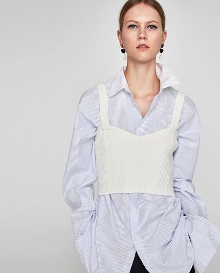 Zara nos aporta diferentes ideas de cómo combinar un mismo crop top. Esa prenda tan difícil al final será la más versátil...