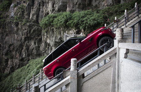 Range Rover Sport PHEV en Heavens Gate, China