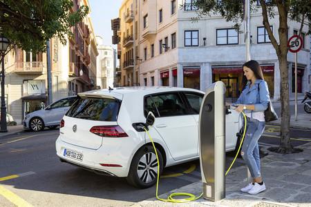 Google Maps permite ya buscar puntos de recarga para coches eléctricos y saber en tiempo real si están en uso