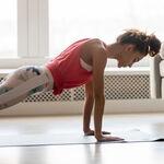 Cinco ejercicios que podemos realizar en casa para evitar la flacidez de los brazos
