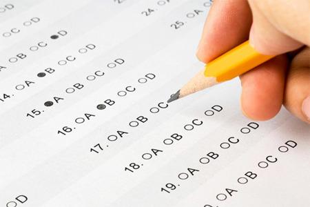 """A la caza de los """"chivatos"""" que comparten las preguntas de los exámenes en Twitter"""