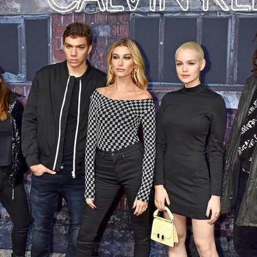 Hailey Baldwin revive Grease y su marcado estilo años 50 en una fiesta de la firma Calvin Klein en Berlin