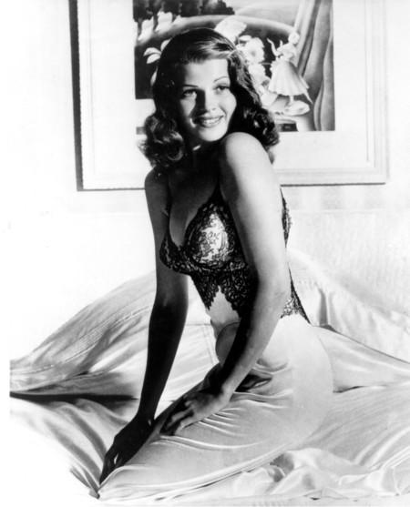 No todo fueron luces, glamour y champán para la prota de Gilda: la historia que no conoces de Rita Hayworth