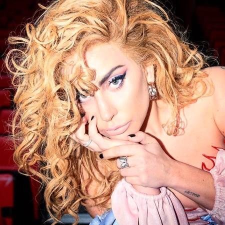 Lady Gaga sacará su propia línea de maquillaje (ya esaba tardando)
