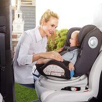 La silla de coche para llevar a tu bebé a contramarcha de Babify está rebajadísima en Amazon
