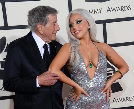 Pues sí, Lady Gaga también puede ponerse glamourosa en los Grammys 2015