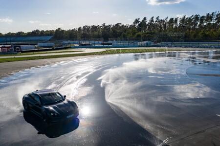¡Un derrape de récord! El Porsche Taycan entra en el Libro Guinness con un brutal drift de 42 km y 55 minutos