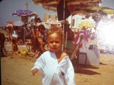 Adivina quién es este rubiales con ganas de playa