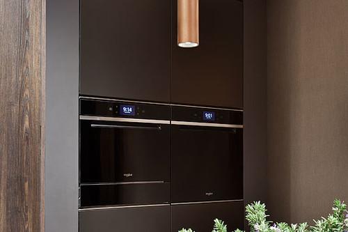 Los electrodomésticos de alta gama de Whirlpool se encuentran en esta cocina de Casa Decor 2019
