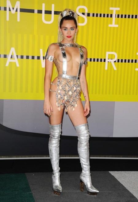 Miley, lo tuyo da para escribir un libro