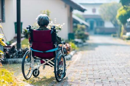 Hace 30 años que debió aparecer el Alzheimer, pero una rara mutación la protege: lo que podemos aprender de este caso colombiano