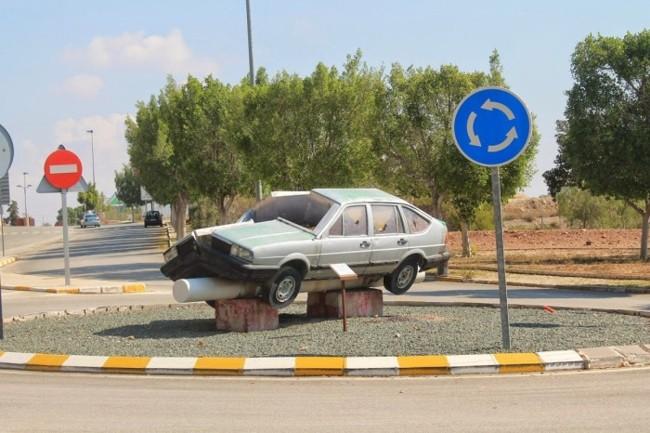"""El coche """"partío"""" en la Universidad de Murcia"""