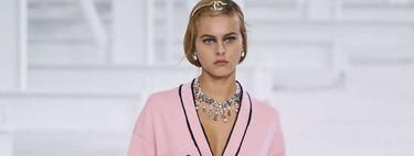 Cazamos un clon del cárdigan rosa pastel de la colección primavera-verano 2021 de Chanel en el catálogo de Asos