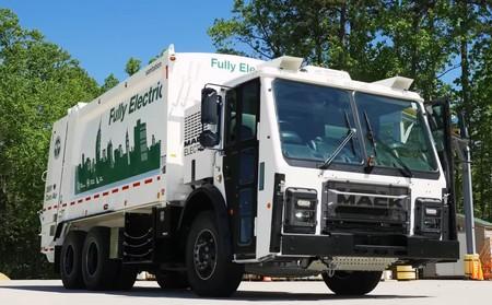 Así es el camión de basura 100% eléctrico de Volvo: dos motores de 130 kW para una recogida de residuos sin ruido